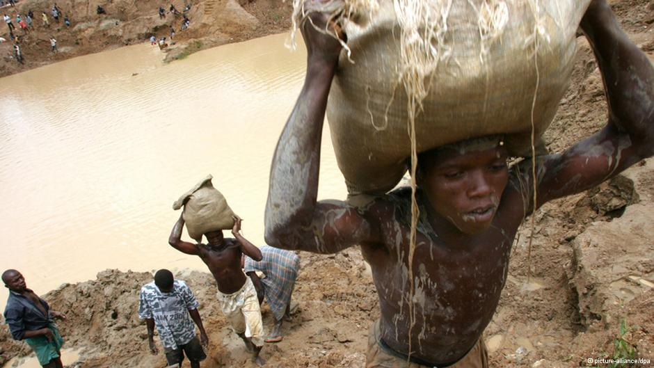 Sierra Leone diamond miners toil to get rich