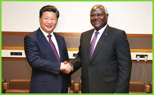 Chinese President Xi Jinping meets with President Koroma of Sierra Leone in New York, the United States, Sept. 26, 2015. Xinhua