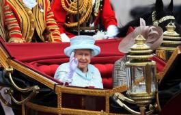 Queen cheered at final Jubilee festivities
