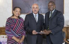 Yumkella mobilizes USD 500,000 for Sierra Leone, his Ebola stricken nation