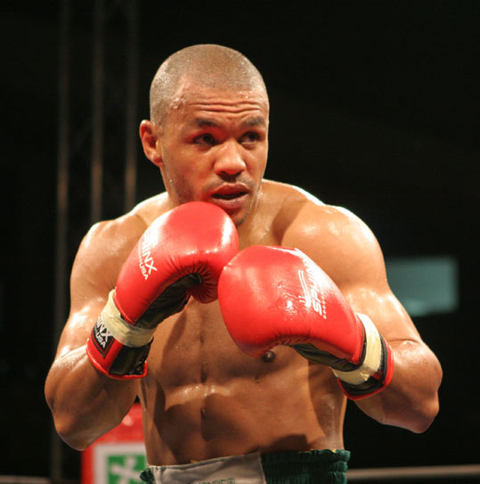 Leonard BUNDU defends his EBU (European) Welterweight Championship