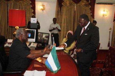 In Sierra Leone,The Anti-Corruption Commission (ACC),Presents Le 552m cheque to President Koroma